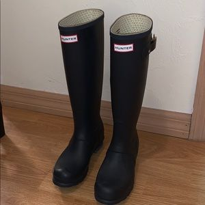 Hunter boots. Navy blue. Size 6.